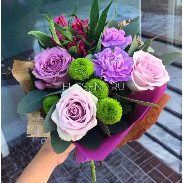 Букет из гвоздик и роз